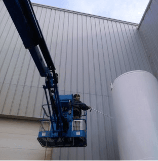 K2 Painting applies coatings and finishes to industrial tanks, silos and hoppers in the Milwaukee area.