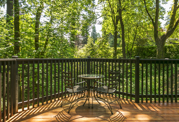 Milwaukee railing painting & staining contractors for decks, patios & stairs